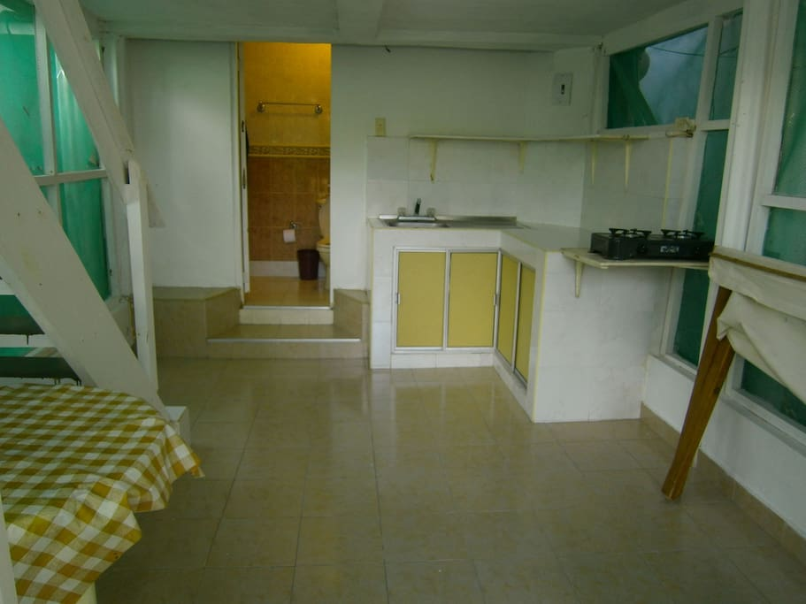 Lower level of cabin