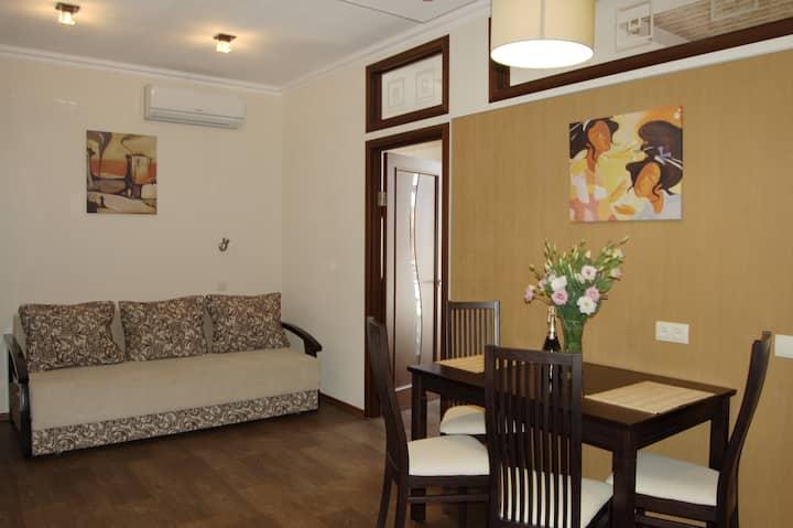 Luxury 2-bedroom apartment Kharkov city center