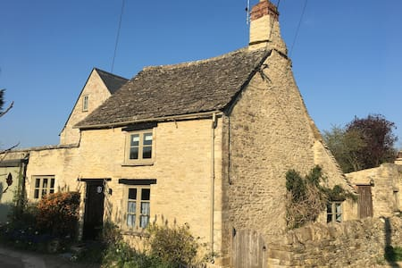 Cosy Cotswolds Cottage