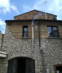 Montesarchio - Villetta con Porticato Privato