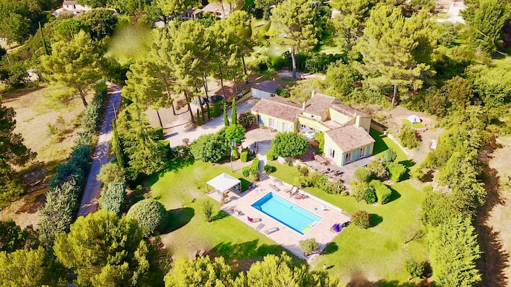 Aix en Provence Heated Pool Villa for 8People+baby