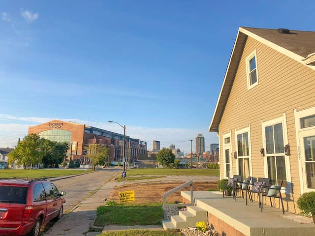 Downtown town-home by Lucas Oil Stadium!