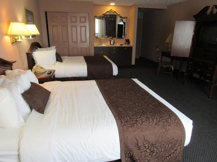 Cozy Studio ,2 Queen Beds in Split Rock Resort PA