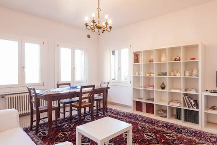 Bright Central 2 Bedroom Apartment - Vicenza - Apartament