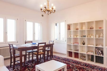 Bright Central 2 Bedroom Apartment - Vicenza