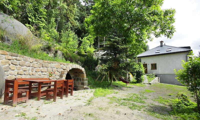 dům v Besedicích pod skálou - Koberovy - Huis
