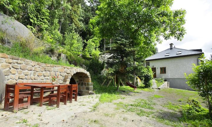 dům v Besedicích pod skálou