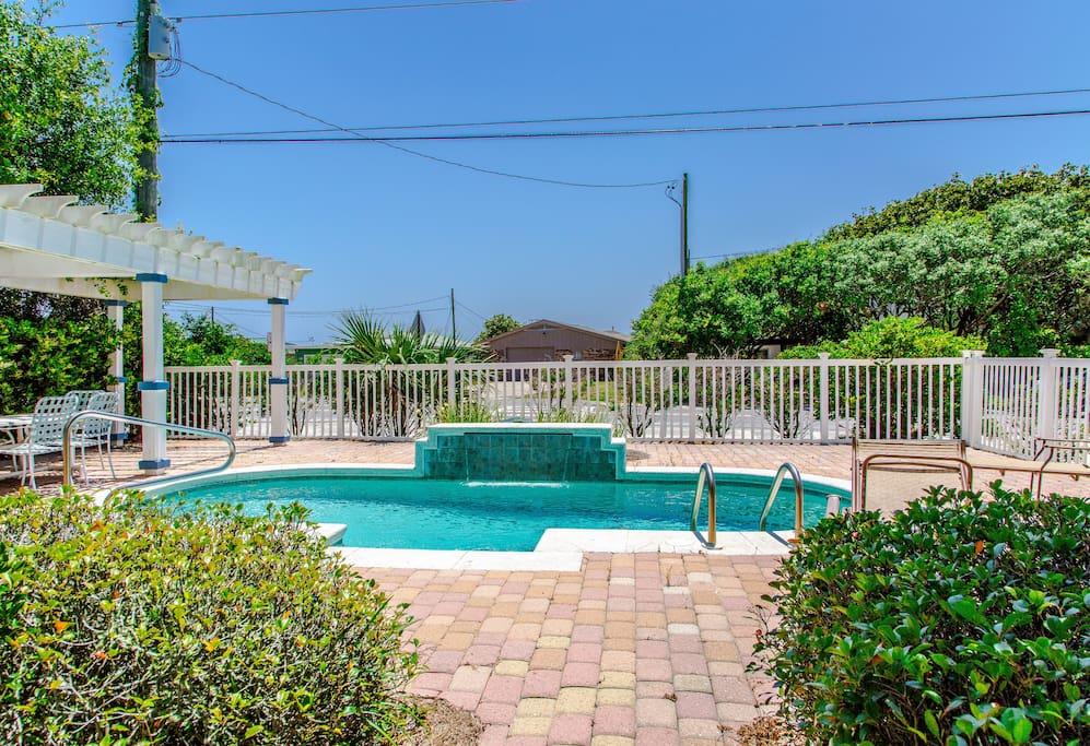 Pool, Water, Vegetation, Yard, Vine