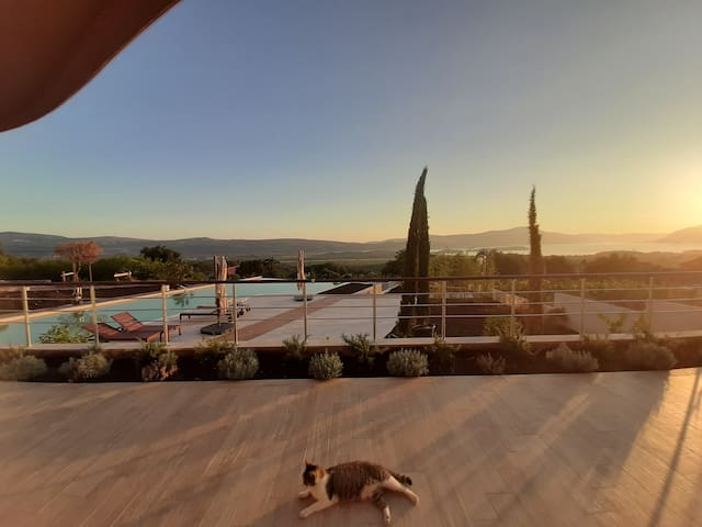 2 beds 2 baths luxury Condo with Pool & Sea Views