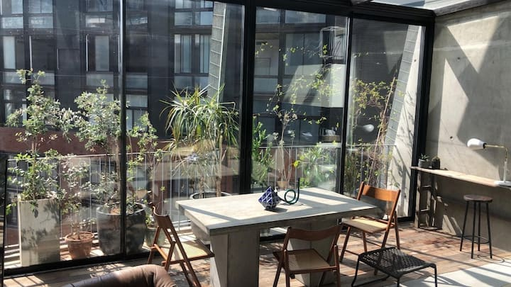 2bdr Sunny Loft Apartment with glasshouse