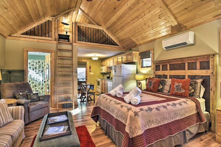 Scenic Asheville Area Cabin w/Fireplace & Hot Tub