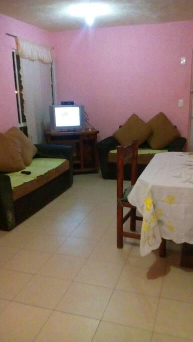 Sala  con tv con cable