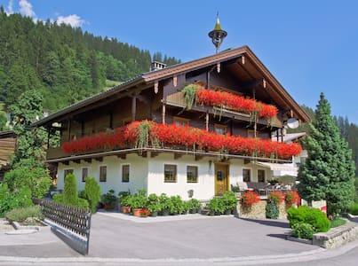 Landhaus Fankhauser/Schaubrennerei Stiegenhaushof - Schwendau - Apartamento