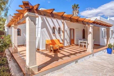 "Holiday Home ""Sant Antoni"" Close to the Beach with Veranda, Air Conditioning & Wi-Fi; Garage Available, Pets Allowed"