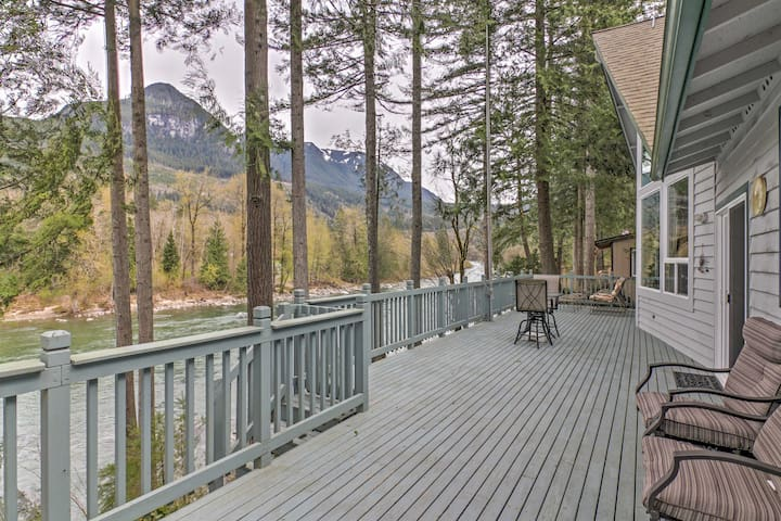 Gold Bar 'Wild Sky River Home' w/ Deck & Views!