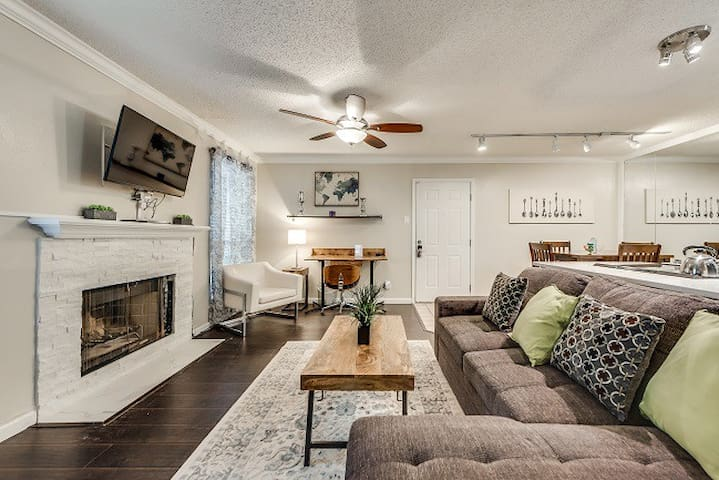 I24-DFW Cozy Contemporary Condo  1BD/1BA