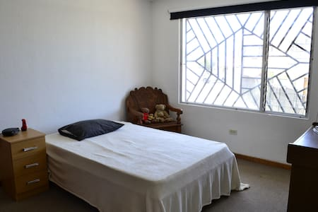 Comfortable room in Sabanilla downtown - Guadalupe - Hus