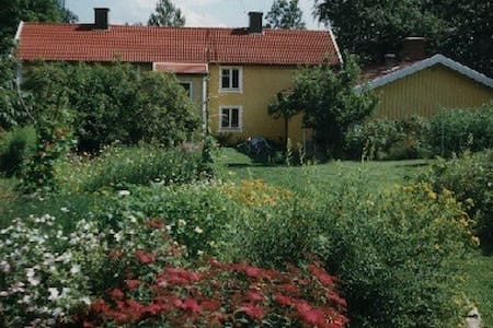 Værelse i hyggeligt & spændende hus