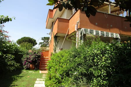 Cosy House 1 km from Sea side and Pine wood - Lido dei Pini, Ardea - Hus