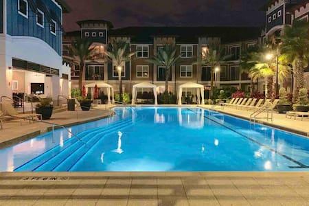 Private Villa, 1BR next to Universal Studios.