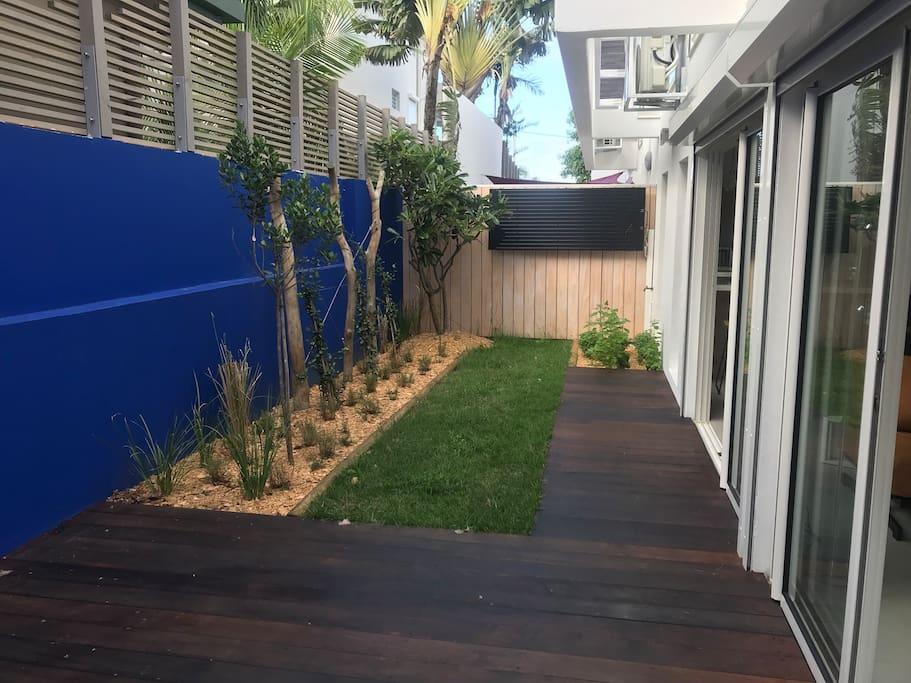 Terrasse Rez de jardin avec aromates