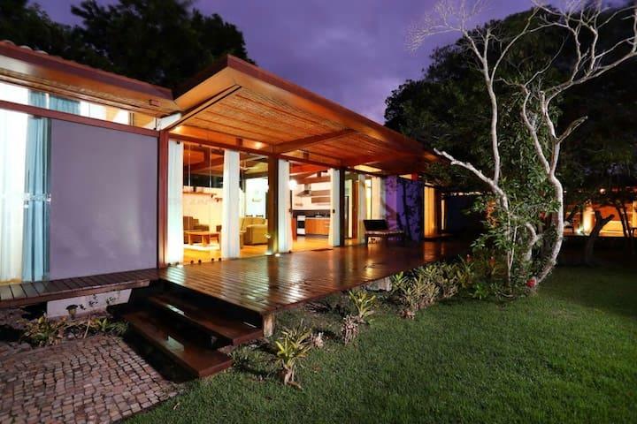 Casa Ivano:  com piscina, no melhor bairro!
