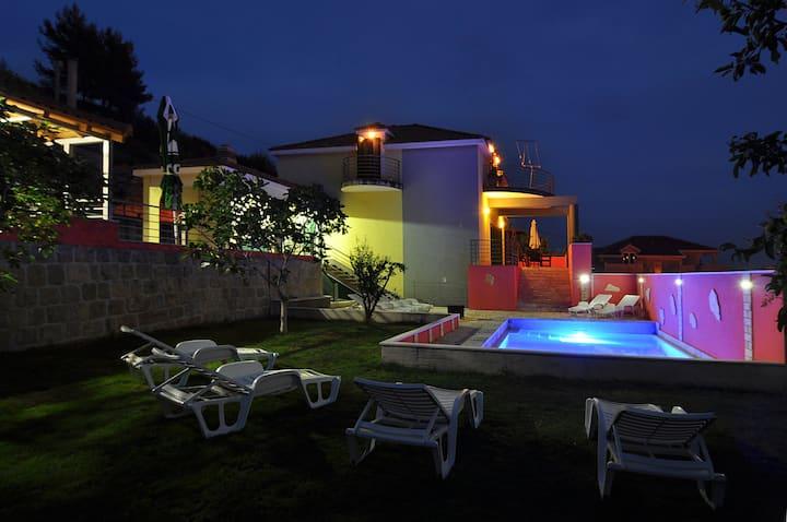 Villa Marta with pool, 8-10 PERSONS