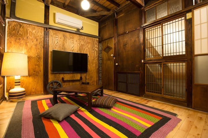 Old Private House (51m²), 2 stops from Shinagawa St., 品川駅より2駅、新馬場駅より徒歩1分♪Free WiFi + Breakfast!!