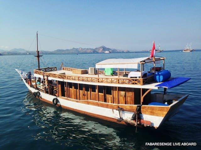 KOMODO ADVENTURE BOAT AC - Komodo - 船