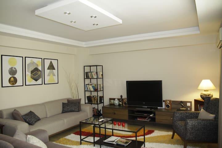 İzmir merkezde konforlu, sessiz ve temiz daire...