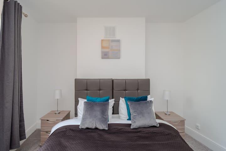 Bright 2 Bedroom flat easy access to London Bridge