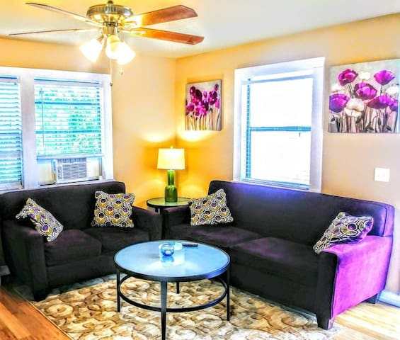 Private Gated Home near DT/Ft. Sam ♥Pets, Monthly!