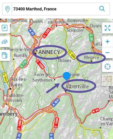 Le village de Marthod est situé à 2 km d'Ugine et 5km d'Albertville. - Lac d' Annecy en velo (piste cyclable)  ou en voiture (20 minutes) - Station de ski à proximité : Megeve, Areches, Les saisies,... - Circuits raquettes et randonnées sur Marthod