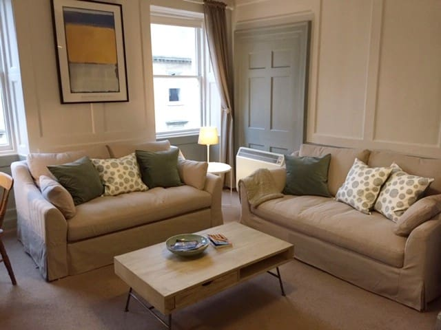 Georgian townhouse apartment in central Bath