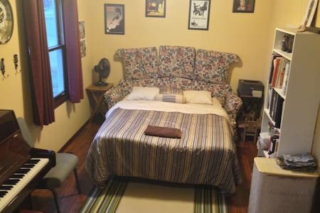 Spacious Room between Chicago and Indianapolis - Wheatfield - Haus
