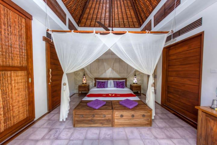 Rahasia villa room jungle views