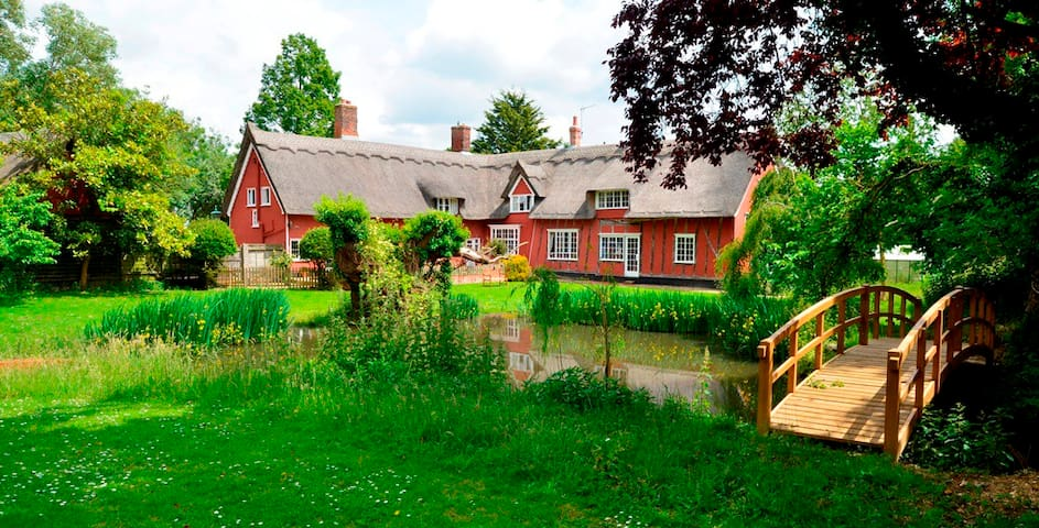 Crossways Farm: bed, breakfast and a place to be - Hitcham - Bed & Breakfast