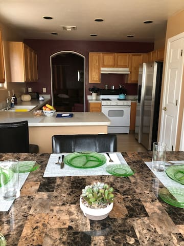 Rita Ranch.. Clean home in safe neighborhood