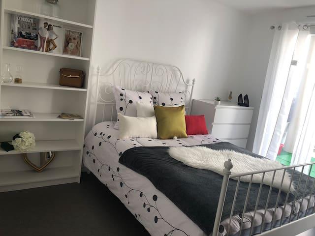 Belle chambre privée neuve à Lyon-tassin