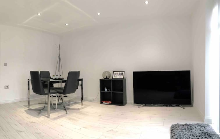 Stylish Brand New House near Manchester Centre