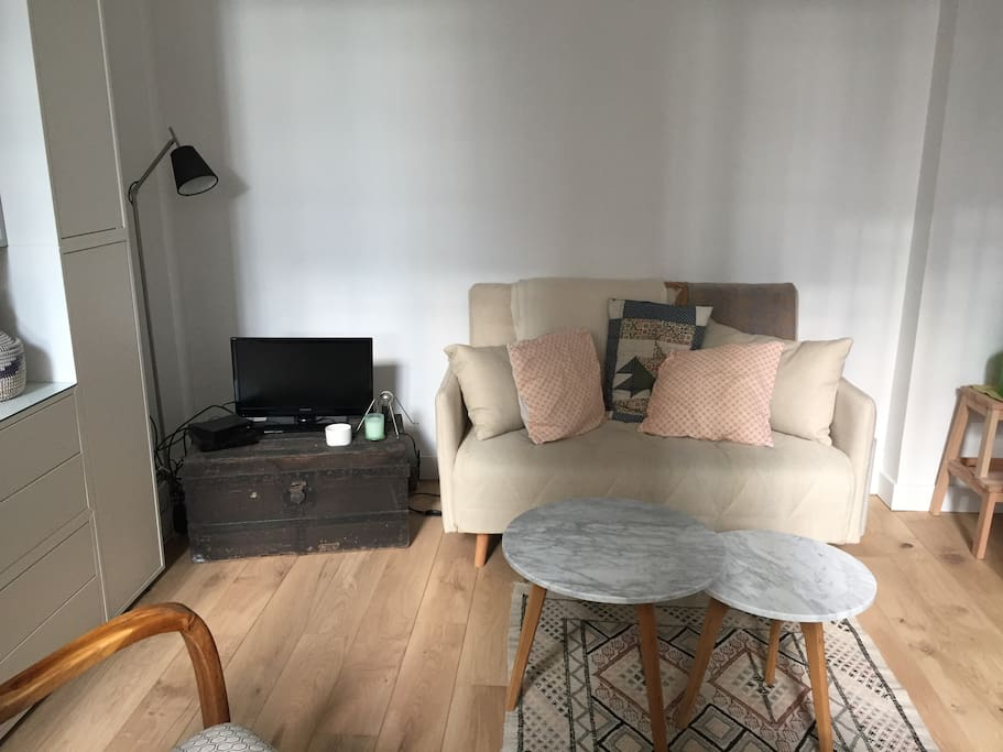Salon, avec tables basse et canapé 2 places