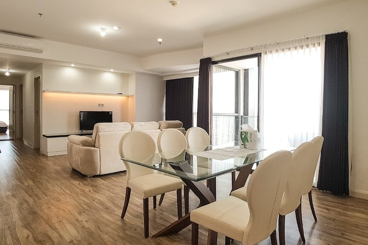 Spacious 3BR Apt in The Peak Residence Surabaya
