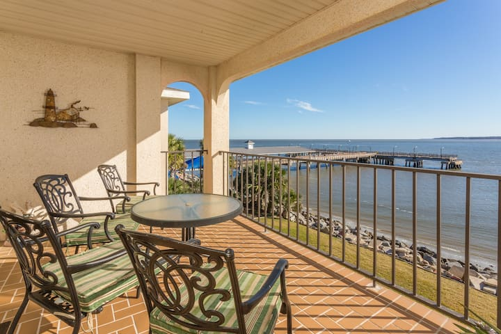 Beautiful Waterfront Condo at the St. Simons Pier