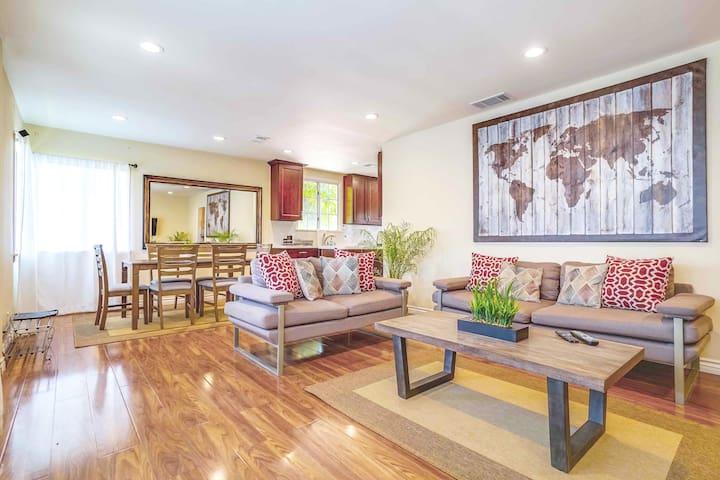 THREE BEDROOM MODERN HOME IN LOS ANGELES