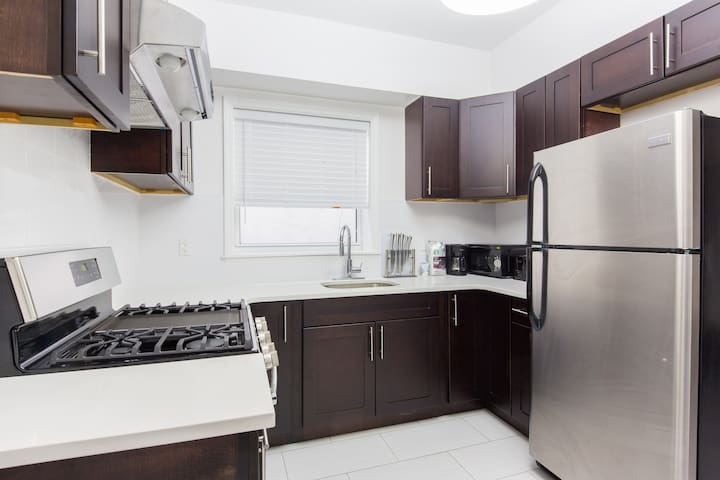 Newly Renovate 2 Bedroom Apartment in Central Area