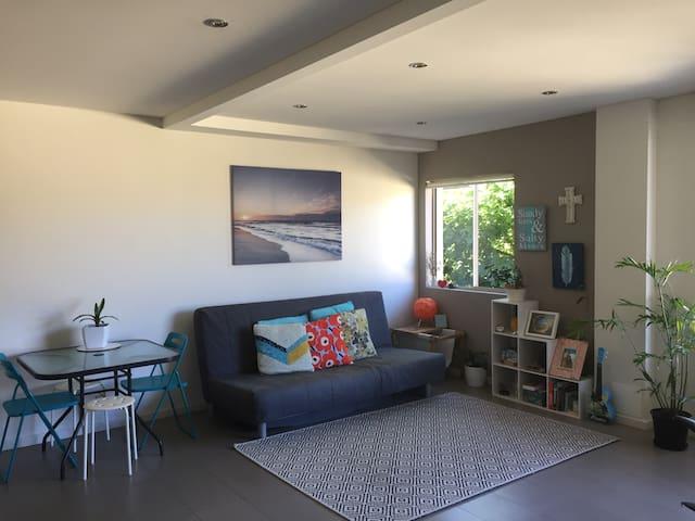 Modern & Clean  1 Bedroom 3 min to Dee Why Beach