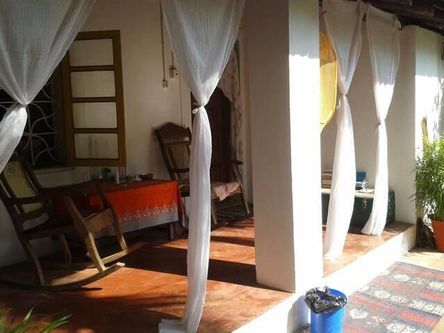 Session Haus Hostel - Candolim