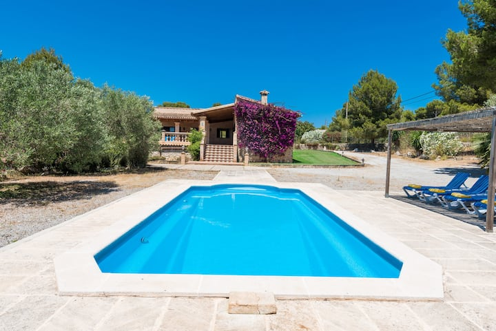 Finca AGUILA for 6 with pool in Cala Mesquida