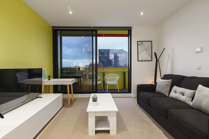 Bright, Modern Apartment Over Melbourne City