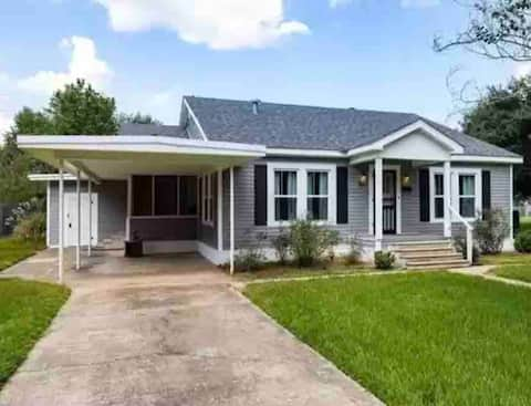 4BR Cane Haven! Close to Historic Downtown & River